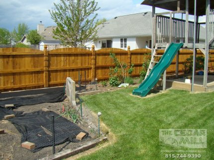 cedar-fence-installed-in-Downers-Grove-Illinois-112