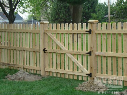 cedar-fence-installed-in-Peoria-Illinois-146